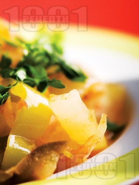 Гарнитура от задушени зеленчуци (зелечни чушки, патладжани, моркови, лук) на тиган - снимка на рецептата